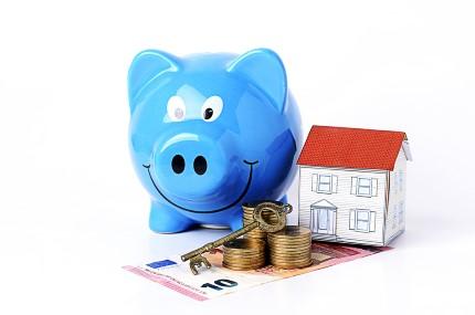 קופת חיסכון, מטבעות כסף ודגם של בית