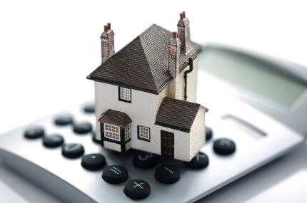 דגם של בית על מחשבון