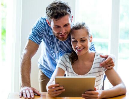 זוג צעיר בדירה חדשה במסגרת פרויקט מחיר למשתכן בית שמש